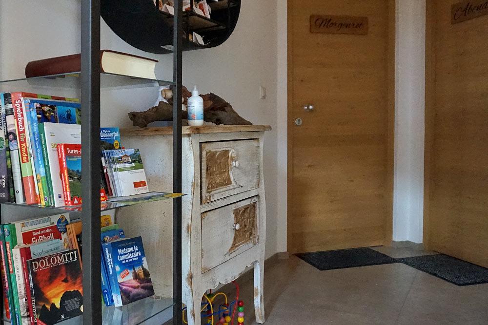 buecherecke-wibmerhof-taisten-angolo-dei-libri-book-corner